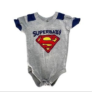 B💲3)Dc Comics Superbaby Bodysuit Grey Navy Sz NB